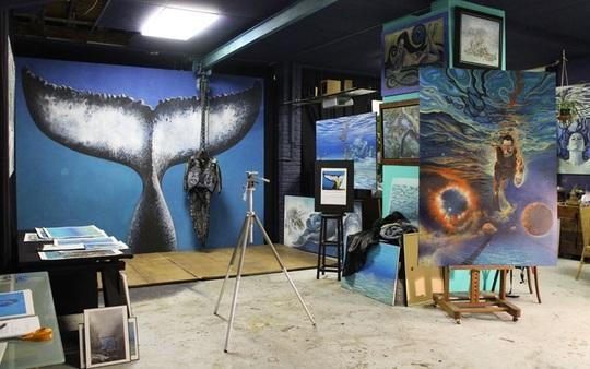 Atelier de Malvina Peintre, Mise en place pour réaliser les photographies de la queue de la Baleine