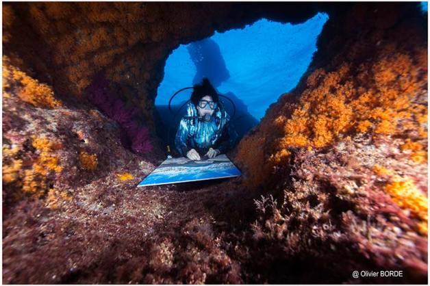 Peinture en immersion de Malvina à Marseille.
