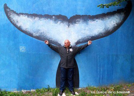 12 Jean-Yves Curin au 91 à Bagnolet devant La Queue de la Baleine.