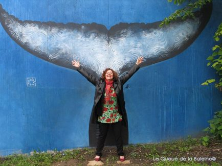 3 Nathalie Lees au 91 à Bagnolet devant La Queue de la Baleine.