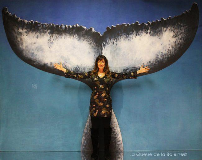 Yolanda Anne Humbert à l'atelier à Montreuil devant La Queue de la Baleine.