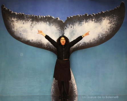Nora Partizpanian à l'atelier à Montreuil devant La Queue de la Baleine.