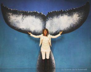 Anne Marie Basian à l'atelier à Montreuil devant La Queue de la Baleine.