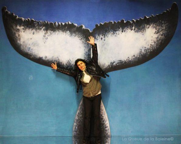 Frédérique Augé à l'atelier à Montreuil devant La Queue de la Baleine.