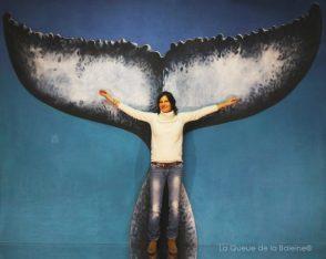 Virginie Bouchet à l'atelier à Montreuil devant La Queue de la Baleine.