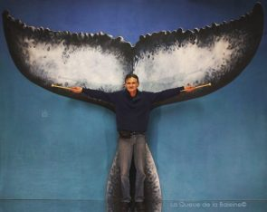 Fabien Dannic à l'atelier à Montreuil devant La Queue de la Baleine.