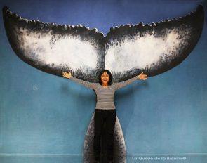 Catherine Uda à l'atelier à Montreuil devant La Queue de la Baleine.