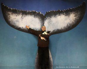 Stéphane Odron à l'atelier à Montreuil devant La Queue de la Baleine.