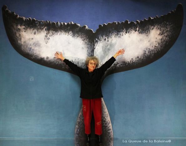 Claire Lion à l'atelier à Montreuil devant La Queue de la Baleine.