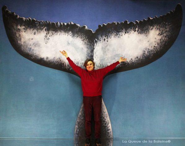 Sylvie Sedille à l'atelier à Montreuil devant La Queue de la Baleine.