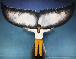 Myriam Ferron à l'atelier à Montreuil devant La Queue de la Baleine.