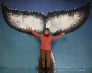 Emmanuelle Proteau devant La Queue de la Baleine.