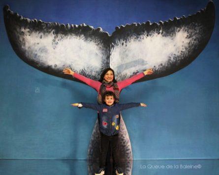 Catherine Duperat devant La Queue de la Baleine.