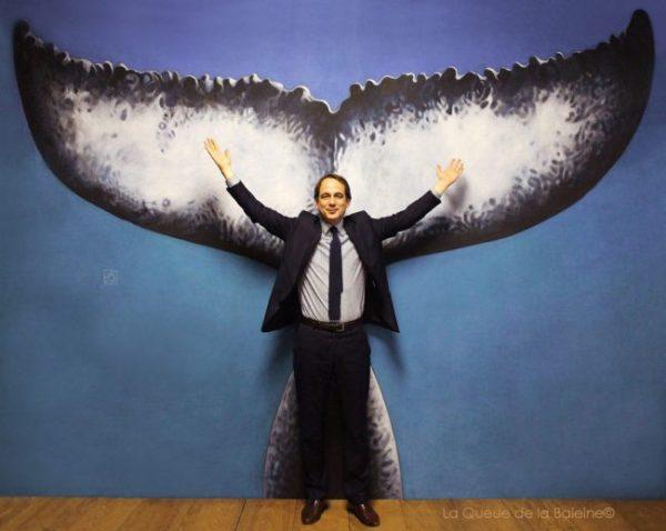 Patrice Bessac, maire de Montreuil à l'atelier devant La Queue de la Baleine