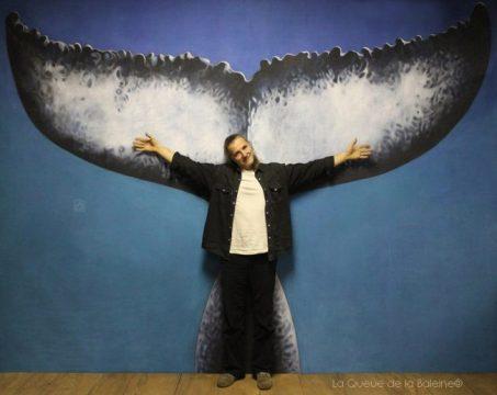 Pascal Frisa à l'atelier devant La Queue de la Baleine