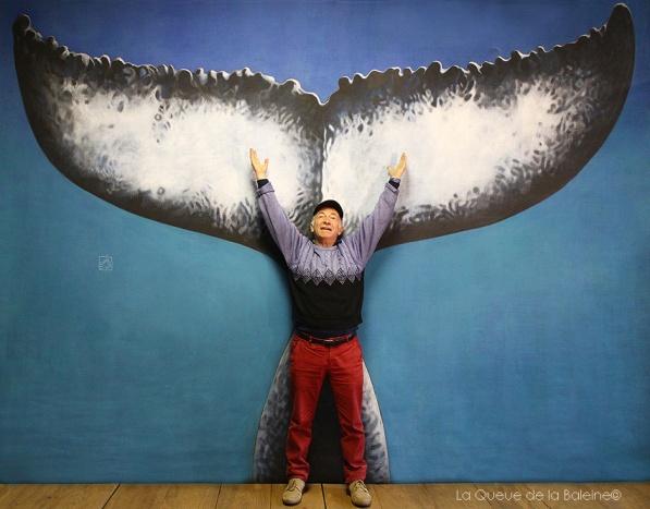 Henri Gruvman devant La Queue de la Baleine.