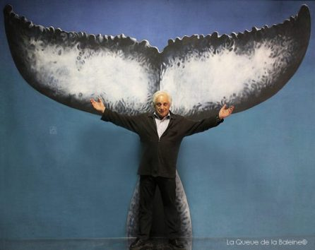 Alain Nyiri devant La Queue de la Baleine.