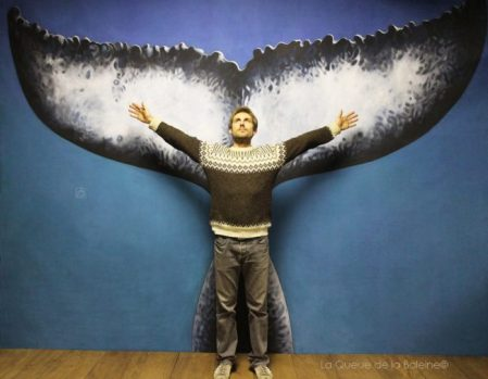 Alessandro Nasi à l'atelier devant La Queue de la Baleine