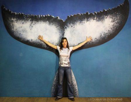 Chipy Sandeaux à l'atelier devant La Queue de la Baleine