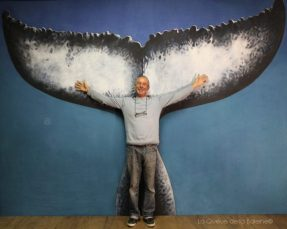Bruno Brugerolle à l'atelier devant La Queue de la Baleine