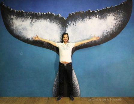 Marc Bourgeois à l'atelier devant La Queue de la Baleine