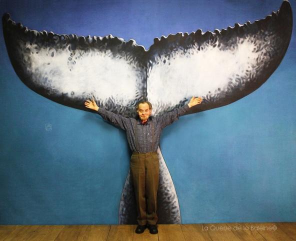 Maxime Gourges à l'atelier devant La Queue de la Baleine