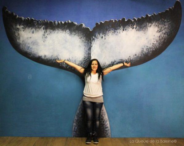 Sati Artinian à l'atelier devant La Queue de la Baleine