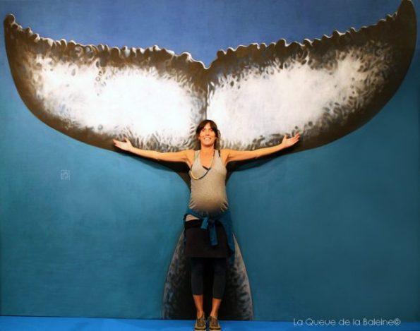 Charlotte Peysson devant La Queue de la Baleine au FMISM à Marseille