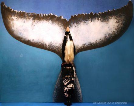 Karine Huet, exploratrice et écrivaine, devant La Queue de la Baleine au FMISM à Marseille