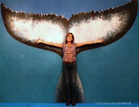 Géraldine Pahaut, guide animalier et photographe, devant La Queue de la Baleine au FMISM à Marseille