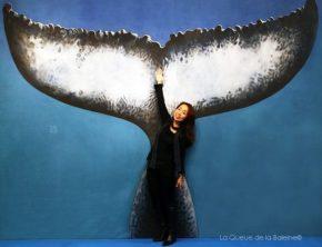 Yukimi Yamamoto, chanteuse lyrique, devant La Queue de la Baleine au FMISM à Marseille