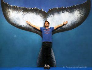 Guillaume Néri, champion du monde d'apnée, devant La Queue de la Baleine au FMISM à Marseille