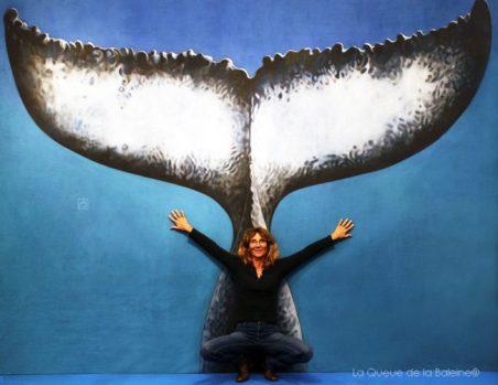 Catherine Vignaud devant La Queue de la Baleine au FMISM à Marseille