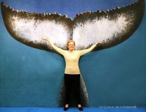 Brigitte Dellacherie devant La Queue de la Baleine au FMISM à Marseille