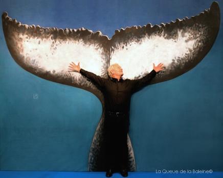 Jacques Rougerie, architecte océanographe et concepteur de SeaOrbiter, devant La Queue de la Baleine au FMISM à Marseille