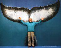 André Laban, ancien équipier de la Calypso et peintre sous-marin, devant La Queue de la Baleine au FMISM à Marseille