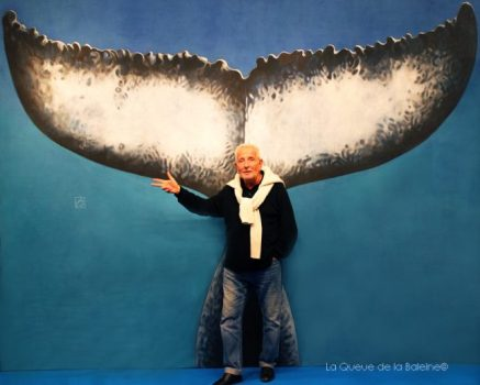 Baudoin Varennes, DG du festival international du film maritime, d'exploration et d'environnement de Toulon, devant La Queue de la Baleine au FMISM à Marseille