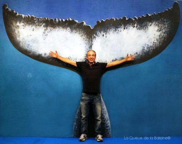 Farid Bazi devant La Queue de la Baleine au FMISM à Marseille