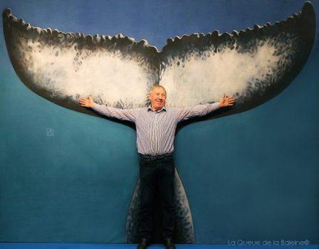 Roland Sounit devant La Queue de la Baleine au FMISM à Marseille