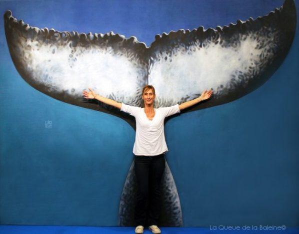 Valerie Baumelou devant La Queue de la Baleine au FMISM à Marseille