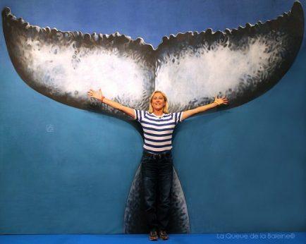 Pascale Barzi devant La Queue de la Baleine au FMISM à Marseille